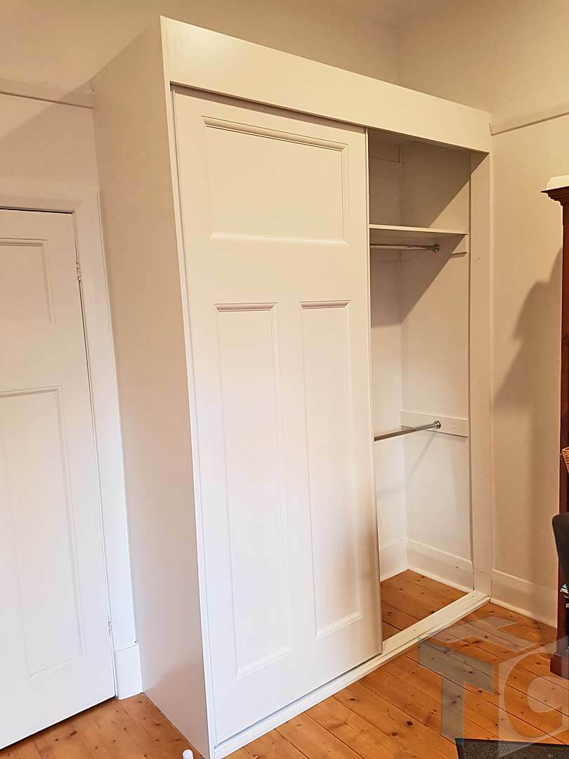 wardrobe built-in white with shelf
