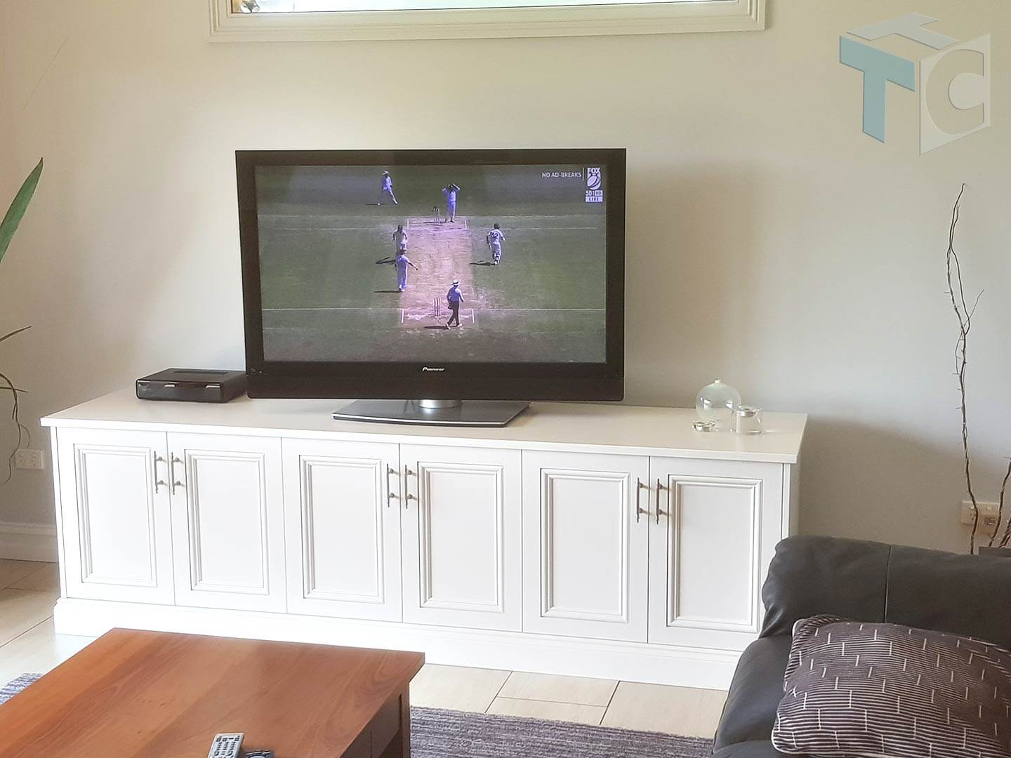traditional-display-tv-unit-white