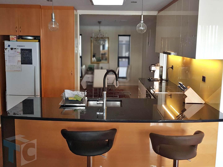 kitchen-bar-sit-down-area-sink-tap