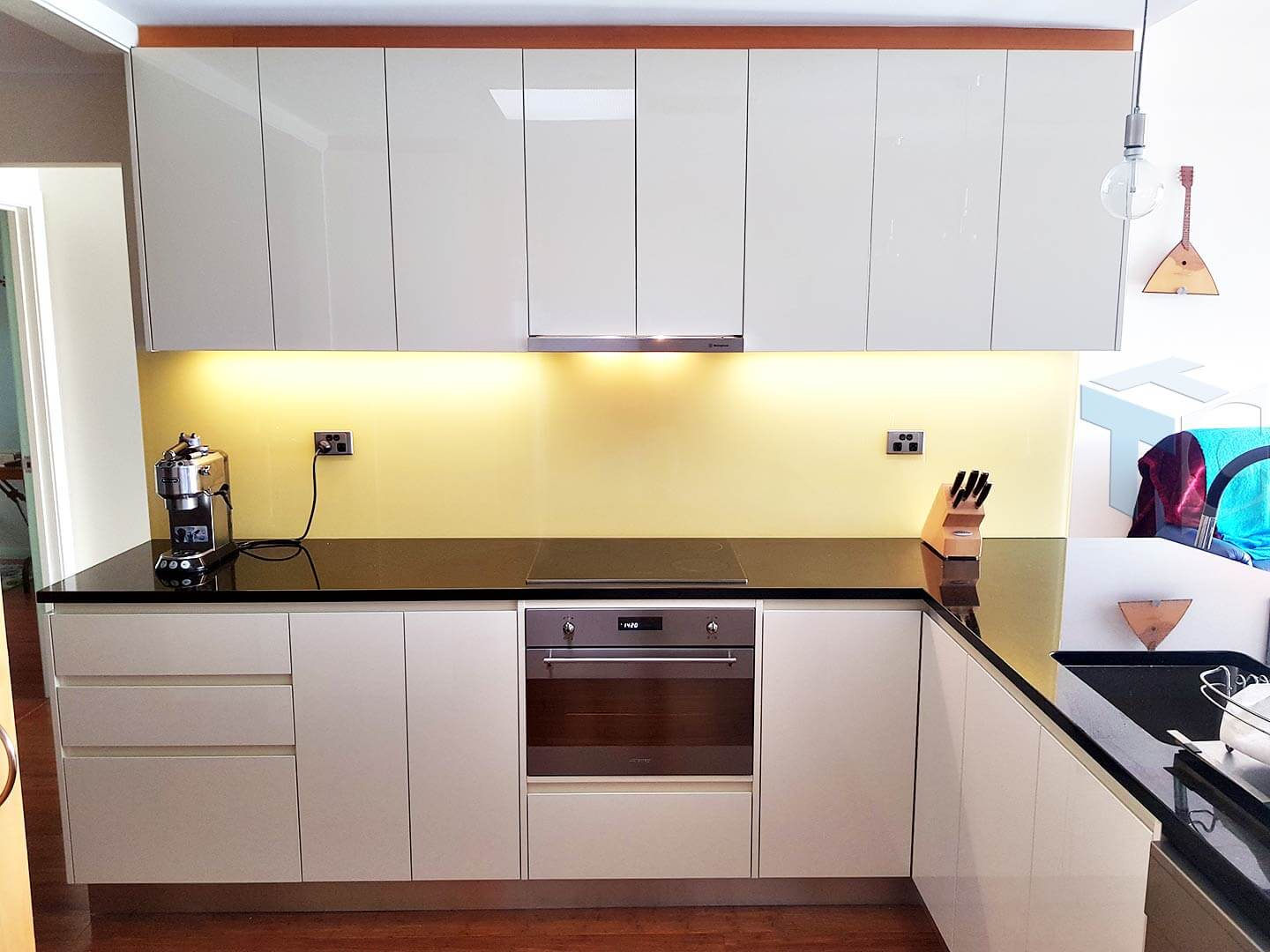 kitchen-front-view-oven-cooktop-yellow-splashback